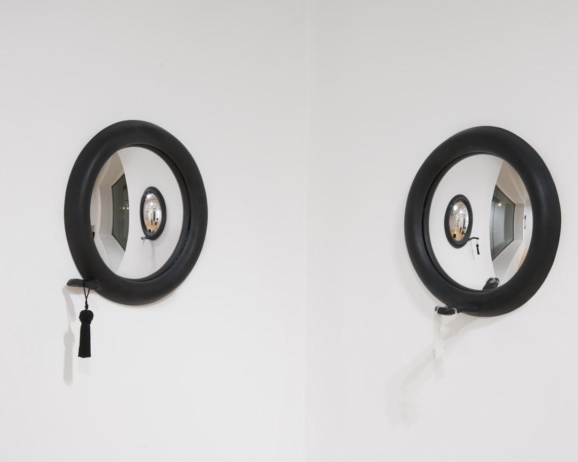 Mirrors_2008_30x30x6each_ceramics&mirrors_Cheng-Yung Kuo